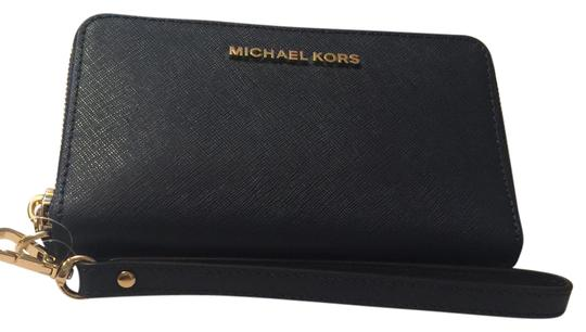 Preload https://img-static.tradesy.com/item/21287164/michael-kors-travel-continental-wallet-navy-saffiano-wristlet-0-2-540-540.jpg