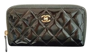 Chanel chanel medium patent leather zip round wallet