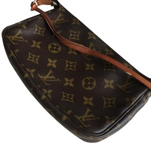 Louis Vuitton Clutch Monogram Zippy Wristlet in Brown