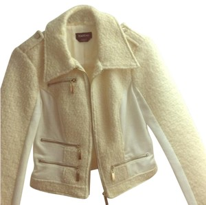 bebe Cream/ White Jacket