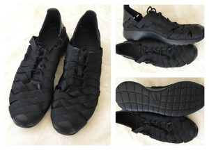 Nike Quick Dry Water-resistant Black Athletic