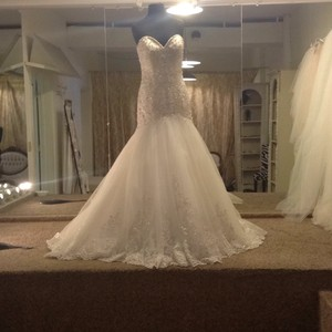 Allure Bridals Ivory/Silver Tulle and Lace 9325 Modern Wedding Dress Size 10 (M)