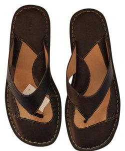 Born Flip Flops Leather deep brown Sandals