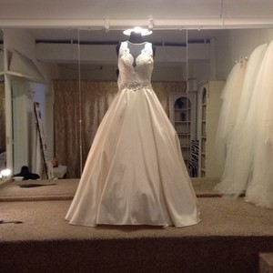 Allure Bridals Ivory/Silver Satin and Lace 9207 Feminine Wedding Dress Size 8 (M)