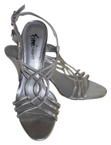 Fioni Open Toe Slingback Faux Leather Size 8 Silver Sandals