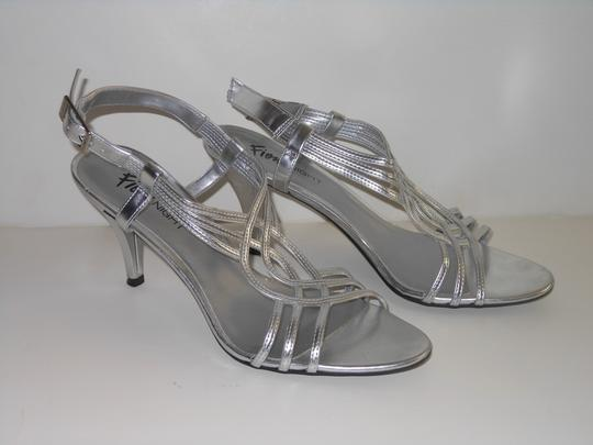 Fioni Open Toe Slingback Faux Leather 8 Silver Sandals Image 1