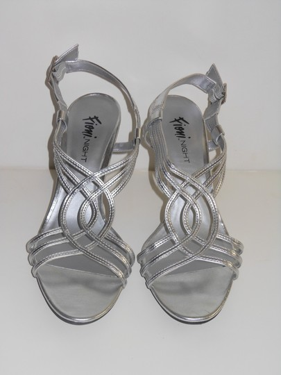Fioni Open Toe Slingback Faux Leather 8 Silver Sandals Image 3