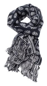 Alexander McQueen Alexander McQueen Black and Grey Wool Skull print scarf with fringes