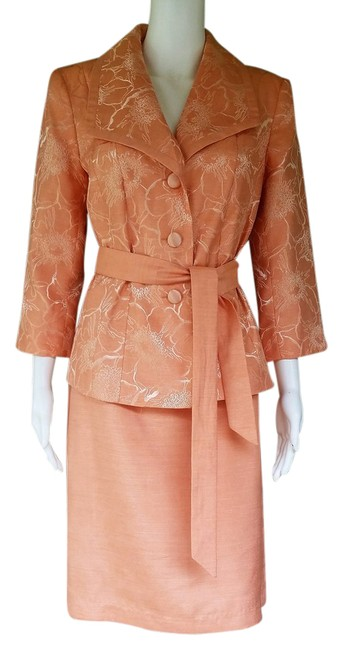Preload https://item5.tradesy.com/images/peach-silky-jacquard-skirt-suit-size-8-m-21293509-0-1.jpg?width=400&height=650