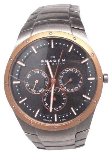 Preload https://item3.tradesy.com/images/en-s-596xltrxm-chronograph-titanium-black-dial-crystal-cracked-watch-21293907-0-1.jpg?width=440&height=440