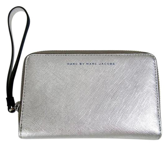 Preload https://img-static.tradesy.com/item/21294334/marc-by-marc-jacobs-silver-ultraviolet-new-wristlet-phone-case-two-tone-wallet-0-1-540-540.jpg