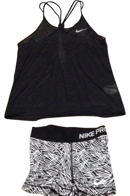 Preload https://img-static.tradesy.com/item/21294340/nike-blk-and-wht-pro-activewear-bottoms-size-2-xs-0-1-650-650.jpg
