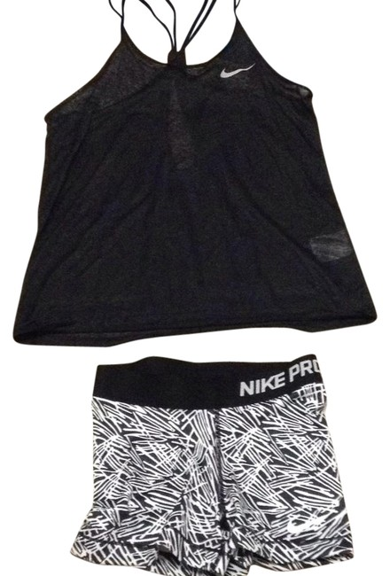 Preload https://img-static.tradesy.com/item/21294362/nike-black-and-white-pro-activewear-top-size-2-xs-0-1-650-650.jpg