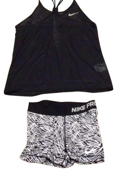 Preload https://item2.tradesy.com/images/nike-black-and-white-pro-activewear-shorts-size-2-xs-21294376-0-1.jpg?width=400&height=650
