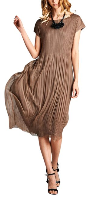 Preload https://img-static.tradesy.com/item/21294955/brown-layered-pleated-long-casual-maxi-dress-size-os-one-size-0-1-650-650.jpg