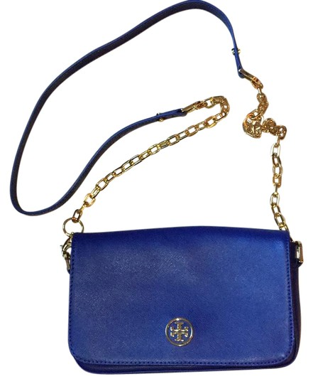 Preload https://item1.tradesy.com/images/tory-burch-robinson-11129987-cobalt-blue-leather-cross-body-bag-21295335-0-1.jpg?width=440&height=440