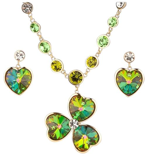 Preload https://img-static.tradesy.com/item/21295394/green-and-gold-swarovski-crystals-the-erin-clover-s10-necklace-0-1-540-540.jpg