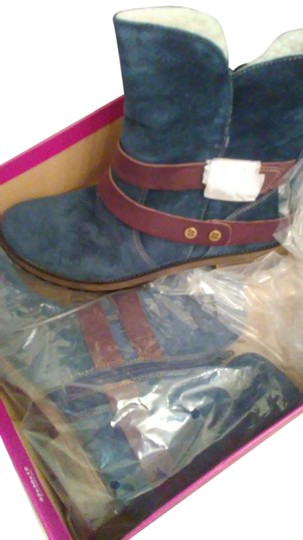 Preload https://item1.tradesy.com/images/naturalizer-navy-with-brown-straps-bootsbooties-size-us-10-21295430-0-1.jpg?width=440&height=440
