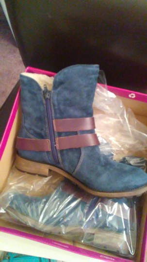 Naturalizer Navy with brown straps Boots