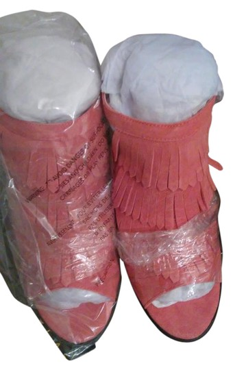 Preload https://item1.tradesy.com/images/very-volatile-coral-sandals-size-us-10-regular-m-b-21295550-0-1.jpg?width=440&height=440