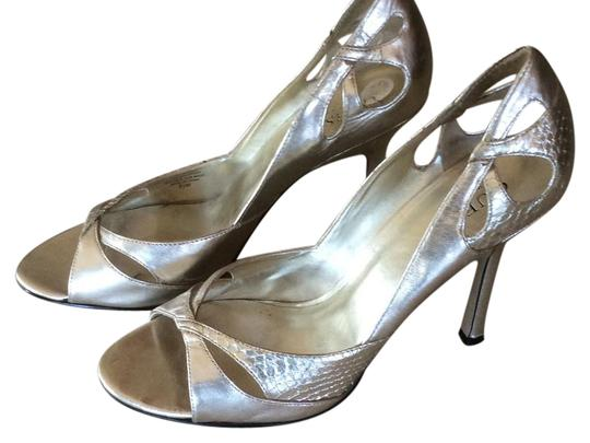 Preload https://item5.tradesy.com/images/guess-gold-by-marciano-pumps-size-us-85-regular-m-b-21295739-0-1.jpg?width=440&height=440