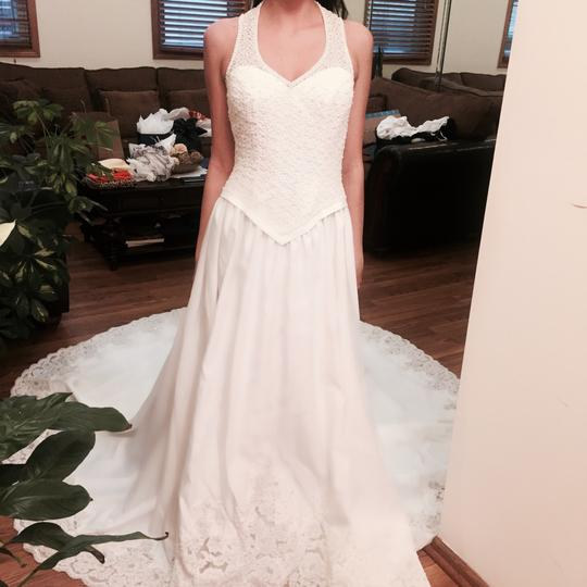 Private Label by G Ivory Embroidered Long Back Gown Feminine Wedding Dress Size 10 (M)
