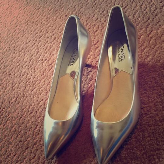 Michael Kors metallic silver Pumps