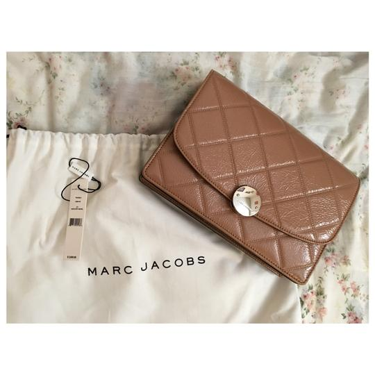 Preload https://item4.tradesy.com/images/marc-jacobs-crossbody-trouble-tan-shw-calfskin-leather-shoulder-bag-21296113-0-2.jpg?width=440&height=440