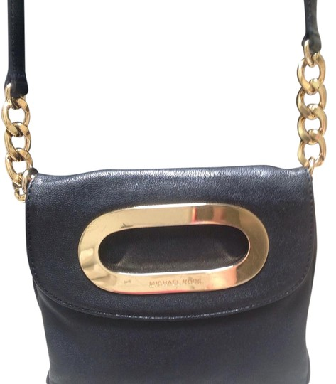 Preload https://img-static.tradesy.com/item/21296541/michael-michael-kors-black-leather-cross-body-bag-0-3-540-540.jpg
