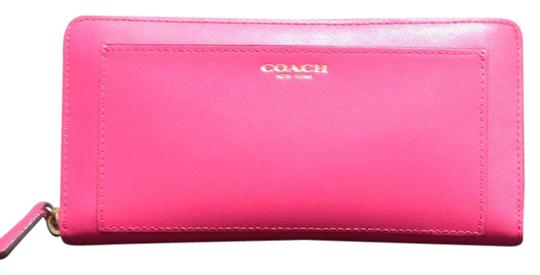 Preload https://img-static.tradesy.com/item/21296630/coach-pink-around-wallet-0-1-540-540.jpg