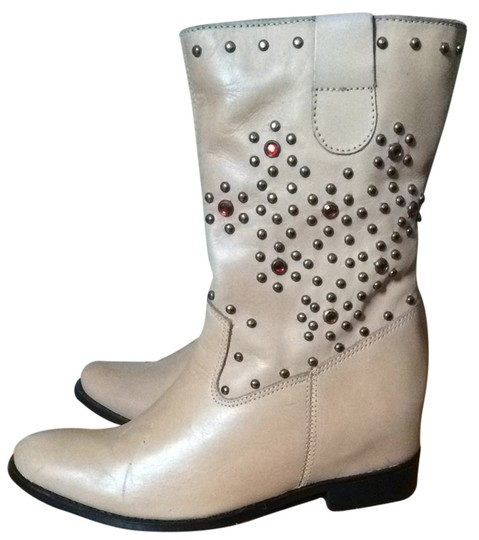 Preload https://item3.tradesy.com/images/schutz-taupe-boots-2129712-0-0.jpg?width=440&height=440
