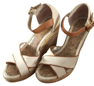 Ann Taylor LOFT Tan Wedges