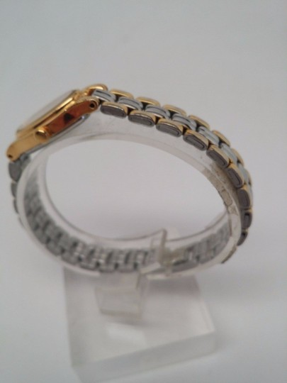 Pulsar Q uartz Ladies Gold and Silver Watch NEEDS NEW BATTERY OR REPAIR Image 2