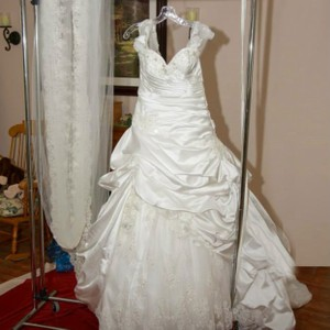 Maggie Sottero Gorgeous Wedding Dress And Veil For $750 Wedding Dress