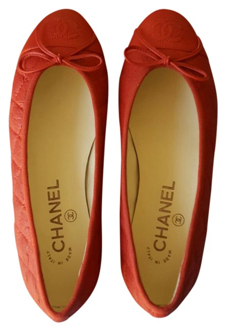 Item - Red Quilted Cap-toe Flats Size US 6 Wide (C, D)