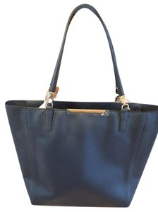 Coach Leather Gold Hardware Tote in Navy Blue