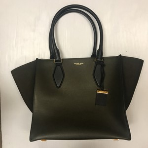 Michael Kors Leather Tote in olive/black