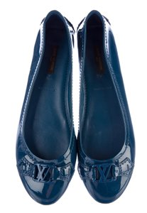 Louis Vuitton Patent Leather Vernis Round Toe Lv Embellished Blue Flats