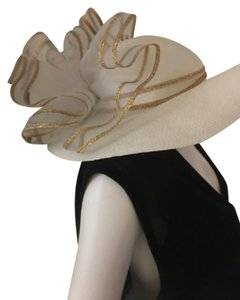 Other White Derby hat with huge bow, gold details