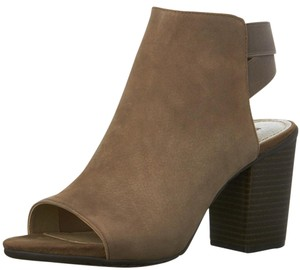 Kenneth Cole Light Brown Wedges