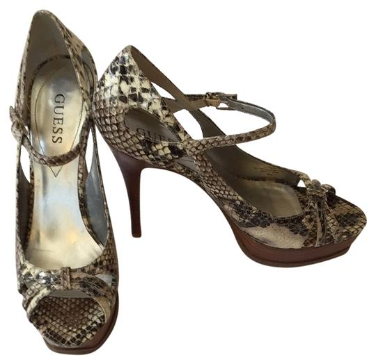 Preload https://item1.tradesy.com/images/guess-back-and-white-snake-print-pumps-size-us-9-regular-m-b-2130660-0-0.jpg?width=440&height=440