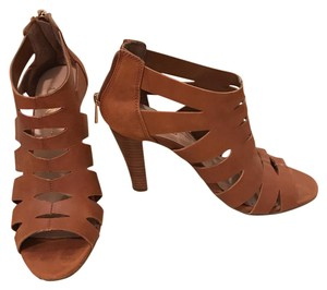 Jessica Simpson brown/tan Pumps