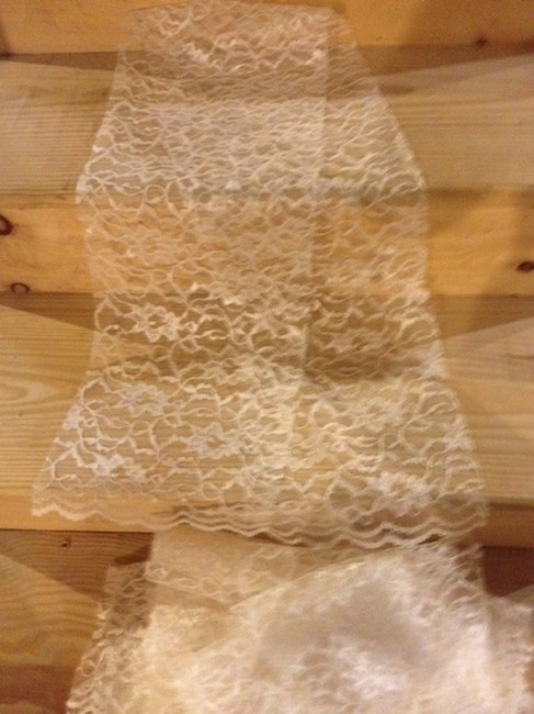 Item - Ivory Lace Table Runners Tableware