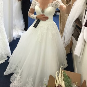 Allure Bridals White Lace and Tulle Vintage Wedding Dress Size 6 (S)