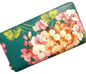 Gucci bloom leather
