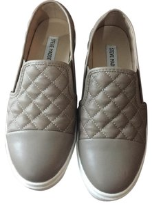 Steve Madden Grey/Taupe Flats