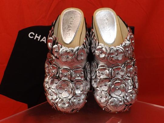 Chanel Floral Wooden Leather G31839 Silver Mules Image 1