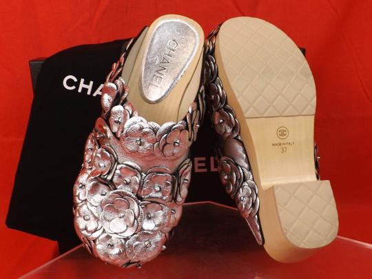 Chanel Floral Wooden Leather G31839 Silver Mules Image 10