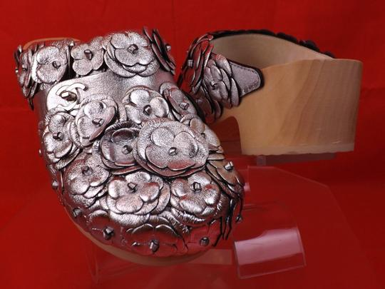 Chanel Floral Wooden Leather G31839 Silver Mules Image 4