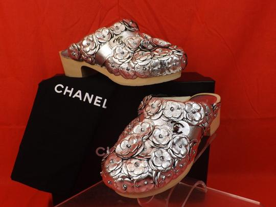 Chanel Floral Wooden Leather G31839 Silver Mules Image 5